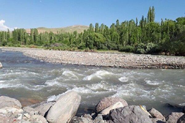 سیل سارقان مصالح در راه رودخانه طالقان ، سودجویان به منابع ملی رحم نمی نمایند