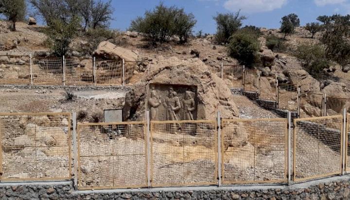 حصارکشی نقش برجسته ساسانی تنگ قندیل در کوه چنار فارس