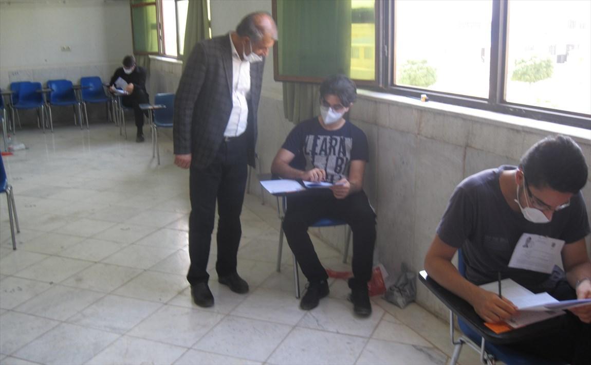غیبت 30 درصدی داوطلبان گروه آزمایشی هنر در حوزه امتحانی دانشگاه آزاد اسلامی نی ریز